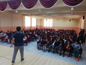 Besni Türkiye'nin en genç yazarını ağırladı