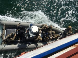 Ukrayna'dan Rus gemilerini ele geçirme tatbikat