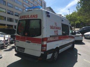 Beyoğlu'nda vale görevlisi arkadaşı tarafından bıçaklandı