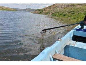 Yamula Barajı'ndan sahipsiz 2 bin 600 metre misina ağ toplandı