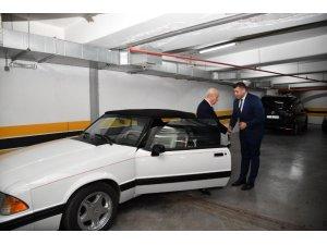 Bahçeli, Mustang marka aracını Kayseri Milletvekili Ersoy'a hediye etti