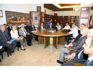 Belediye Başkanı Arı, birim müdürleri ile projeleri değerlendirdi