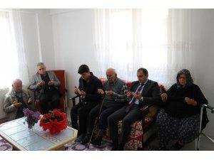 Dumlupınar protokolü şehit ailesini ziyaret etti