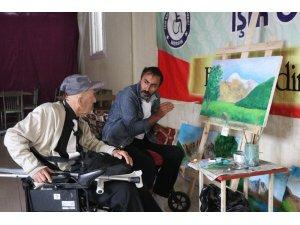 Süsleme yaparken engelli olan ressam, şimdi engellilere resim öğretmek istiyor