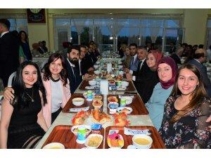 Vali Yazıcı, öğrencilerle iftar yaptı