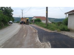 İzmit'te bozulan yollar tamir ediliyor