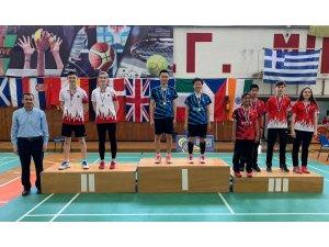 Genç badmintoncular başarıya doymuyor
