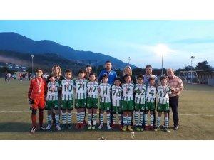 Salihlispor'un minikleri İzmir'de şampiyon oldu