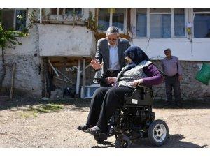 Başkan Bozkurt yatağa bağlı engellinin hayatına dokundu