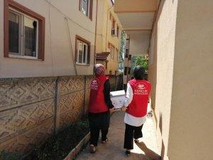 Gençlik merkezi ramazan paketi dağıtıyor