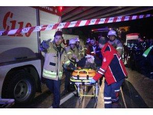 Kontrolden çıkan otomobil köprü ayaklarına çarptı: 2 yaralı