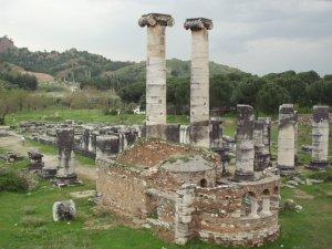 Antik kentte kaçak kazıya suçüstü
