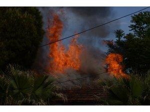 Tren yolu yakınındaki eski depoda korkutan yangın