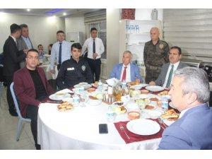 Vali Akbıyık, polis ve kurum amirleri ile iftarını açtı