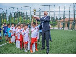 Karacabey'de minikler futbol turnuvası coşkusu