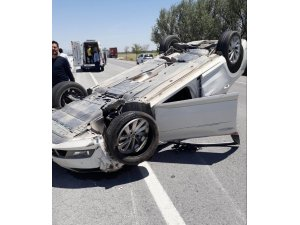 Konya'da tıra çarpan otomobil takla attı: 3 yaralı