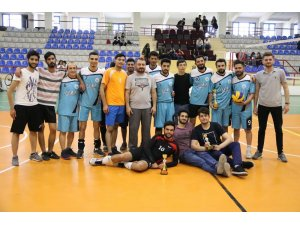 Erkekler Voleybol Turnuvası'nda kupa sahibini buldu