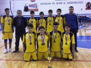 Şehit Erdal Alpkılıç Ortaokulu Voleybolda birincisi oldu