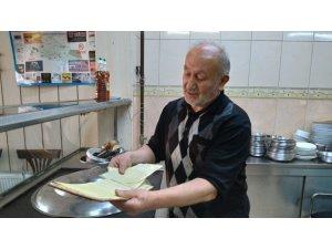 Osmanlı geleneğini Ramazan'da da yaşatıyor