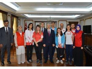 """Kırşehir Valisi İbrahim Akın: """"Gençleri, ahlaklı zeki ve sporcu bireyler olarak yetiştiriyoruz"""""""