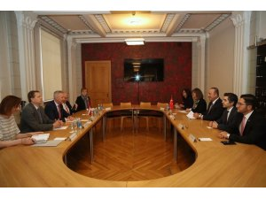 Bakan Çavuşoğlu, Letonya Savunma Bakanı Pabriks ile görüştü