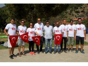 100. yılda gökyüzünde Türk bayrağı açtılar