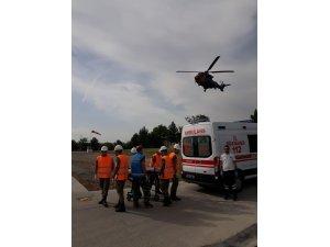 Askeri helikopter yaralı çocuk için havalandı