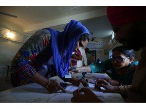 Hindistan'da 5 haftadır süren seçimlerde oy verme işlemi bitti