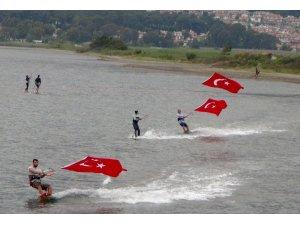 Sörfçülerden anlamlı etkinlik