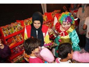 Diyarbakır'da yetim çocuklara sınırsız ikram