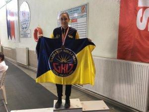 GKV'li Dicle Su Sertpolat'ın yüzme başarısı