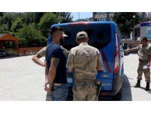 'Dur' ihtarına uymayan mülteci askeri personele çarptı