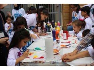 Fatih'te dünyanın dört bir yanından gelen yetim çocuklar iftarda buluştu