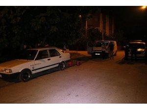 Sahura kalkan kişi otomobilini kundaklanmaktan son anda kurtardı
