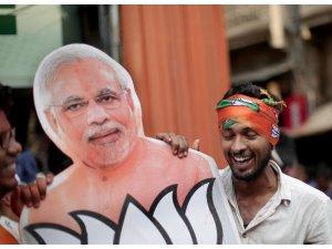 Hindistan Başbakanı Modi zaferini ilan etti