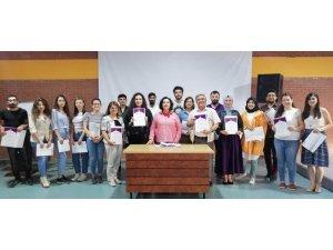 Metinbilim 'Etkin Yazarlık' Atölyesi' mezunlarına belge