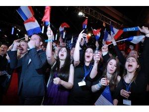 Fransa'da AP seçimleri: Aşırı sağcı Ulusal Cephe liderliğini sürdürüyor