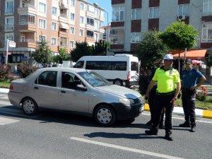 Yaya geçidinde aracın çarptığı öğrenci yaralandı