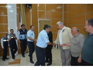Başkan Demir, personel ve vatandaşla bayramlaştı