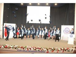 ADÜ Diş Hekimliği Fakültesi ilk mezunlarını coşkuyla uğurladı