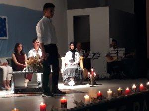 Pazaryeri'nde öğrencilerden bir yaz akşamı şiir dinletisi
