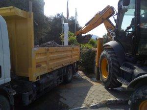 Kuşadası'nda ASKİ ekiplerinden yağmur suyu temizliği