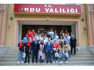 Yurt dışından gelen öğrenciler Vali Yavuz'un misafiri oldu