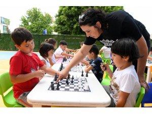 Konyaaltı Belediyesi Kreşlerinde 'satranç' heyecanı