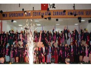 Oltu İbn-i Sina Mesleki ve Teknik Anadolu Lisesi'nden  coşkulu mezuniyet programı
