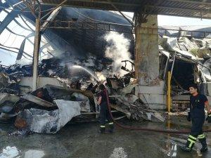 Arşiv firması deposunda çıkan yangın 2 gündür sönmedi