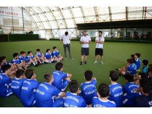Ümit Karan, Sakarya'da futbol eğitimi veriyor