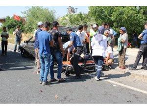 Elazığ'da otomobiller çarpıştı: 2'si çocuk 8 yaralı