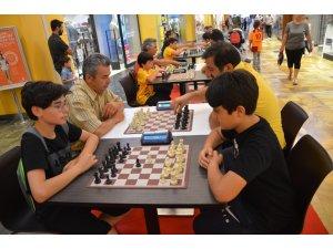 Babalar ve oğulları satranç turnuvasında buluştu