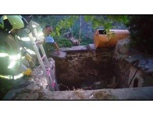 Çöken sulama kuyusuna düşen baba-oğul ölümden döndü